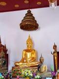 Statue de Bouddha chez Wat-cha-lor Thaïlande avec le plat d'or mince décembre Photos libres de droits