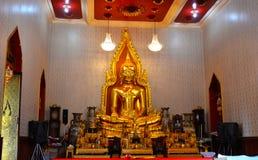 Statue de Bouddha chez Wat Traimitr Withayaram, point de repère de voyage Photos stock
