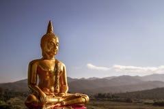 Statue de Bouddha d'or images stock