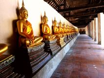 Statue de Bouddha dans la ligne Images stock