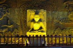 Statue de Bouddha dans la roche photos stock