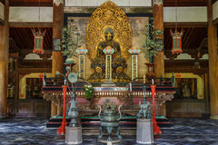 Statue de Bouddha dans le Butsuden Hall (Bouddha Hall) au temple de Daitoku-JI à Kyoto Photos libres de droits