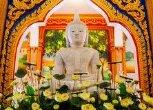 Statue de Bouddha dans le temple Photo stock