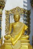 Statue de Bouddha, dans le temple bouddhiste images libres de droits