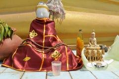Statue de Bouddha dans le temple de Shwemawdaw Paya Images stock