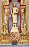 Statue de Bouddha dans le temple thaï Images stock