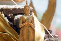 Statue de Bouddha dans le temple thaï image stock