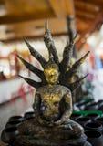Statue de Bouddha dans le wat images stock