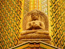 Statue de Bouddha de grès dans le palais Bangkok, Thaïlande de rois photos libres de droits