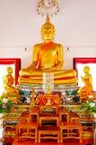 Statue de Bouddha et architecture thaïlandaise d'art en Wat Aranyikawat, Ratchaburi, Thaïlande Photographie stock libre de droits