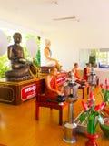 Statue de Bouddha et statue de moine Image libre de droits