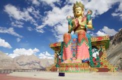 Statue de Bouddha près de monastère de Diskit en vallée de Nubra, Ladakh, Inde photographie stock libre de droits