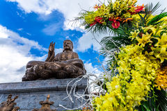 Statue de bronze de Bouddha Shakyamuni en Truc Lam Thien Truong photo libre de droits