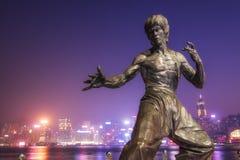 Statue de Bruce Lee chez Hong Kong Avenue des étoiles Photographie stock libre de droits