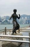 Statue de Bruce Lee sur l'avenue des étoiles en Hong Kong images stock