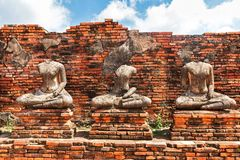 Statue de Buddah et Chedi de Wat Chaiwatthanaram Image libre de droits