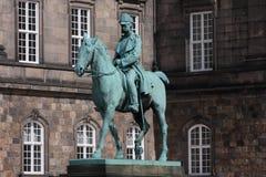 statue de chrétien IX près du palais de Christiansborg, Copenhague, Danemark photo stock