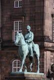 statue de chrétien IX près du palais de Christiansborg, Copenhague, Danemark image stock