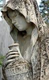Statue de cimetière d'une femme photos libres de droits
