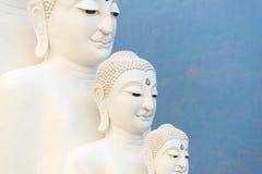 Statue de cinq Bouddha sur le temple de Wat Phasornkaew, Thaïlande photos libres de droits