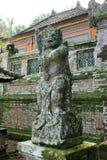 Statue de démon de gardien au temple hindou de Bali Images stock