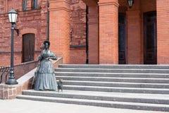Statue de dame avec le chien Image libre de droits