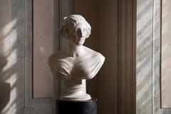 Statue de dames dedans dans le palais de Rundale, Lettonie photo stock