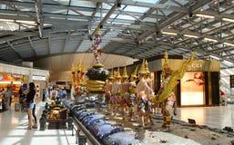 Statue de Dieu à l'intérieur d'aéroport de Suvarnabhumi Image stock