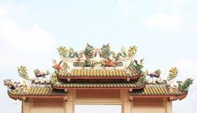 Statue de dragon de style chinois dans le temple Photographie stock libre de droits