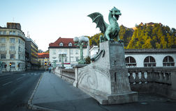 Statue de dragon sur le pont à Ljubljana photo libre de droits