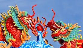 Statue de dragon sur le toit de temple de porcelaine Image libre de droits
