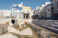 Statue de famille de pêcheur dans la ville d'Albufeira Image libre de droits
