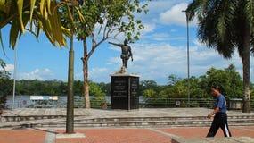 Statue de Francisco de Orellana sur le bord de mer de la ville du coca Le coca d'EL est un village le long de la rivière de Napo Photo stock