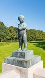 Statue de garçon de stationnement de Frogner Images stock