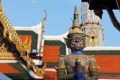 Statue de gardien au temple royal de l'émeraude Photo libre de droits