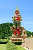 Statue de gardien de démon dans le temple de la Thaïlande Photo libre de droits