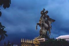 Statue de Hermes ou de Mercury Riding Pegasus photographie stock