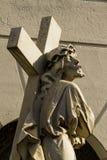 Statue de Jesus Christ avec la croix Photo stock