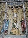 Statue de Jesus Christ derrière la barrière de fonte photo libre de droits