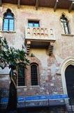 Statue de Juliet et maison de balcon à Vérone, Italie Photos libres de droits