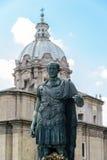 Statue de Julius Caesar à Rome, Italie Photographie stock libre de droits