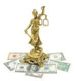 Statue de justice et argent sur le fond blanc photographie stock libre de droits