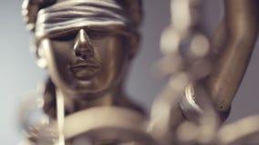 Statue de Jutsice banque de vidéos