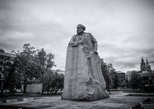 Statue de Karl Marx sur la place de révolution à Moscou Photographie stock