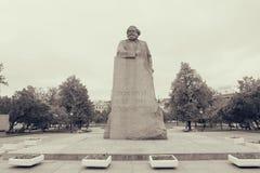 Statue de Karl Marx sur la place de révolution à Moscou Photos libres de droits