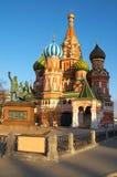 Statue de Kuzma Minin et de Dmitry Pozharsky au grand dos rouge. Images stock