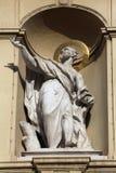 Statue de l'apôtre, église de St Peter à Vienne images stock