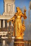 Statue de l'Arménie au coucher du soleil - amitié de fontaine des nations Photographie stock libre de droits