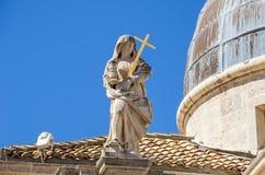 Statue de la foi sur l'église de St Blaise dans Dubrovnik, images stock