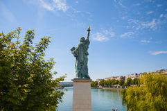 Statue de la liberté à Paris Photo libre de droits